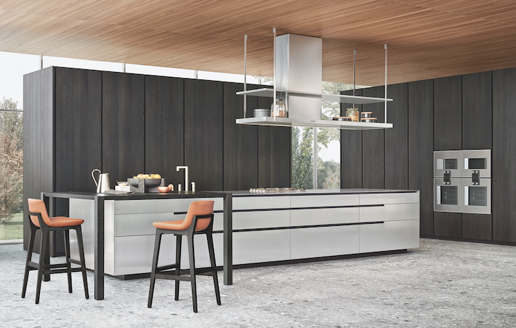 The kitchen is done in dark and light grey, there is solid wood and stainless steel that create a contrast and a modern feel