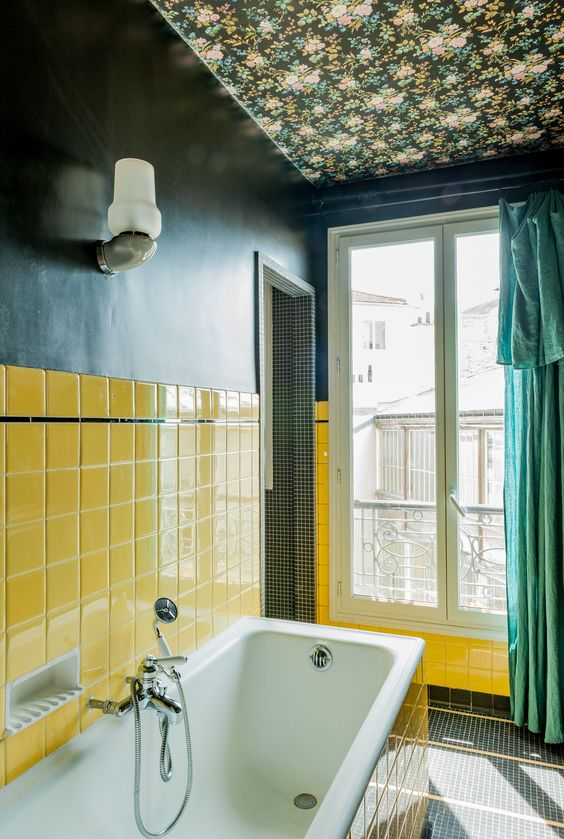 navy wallpaper paired with sunny yellow tiles plus a green curtain make the bathroom super bright and eye-catchy
