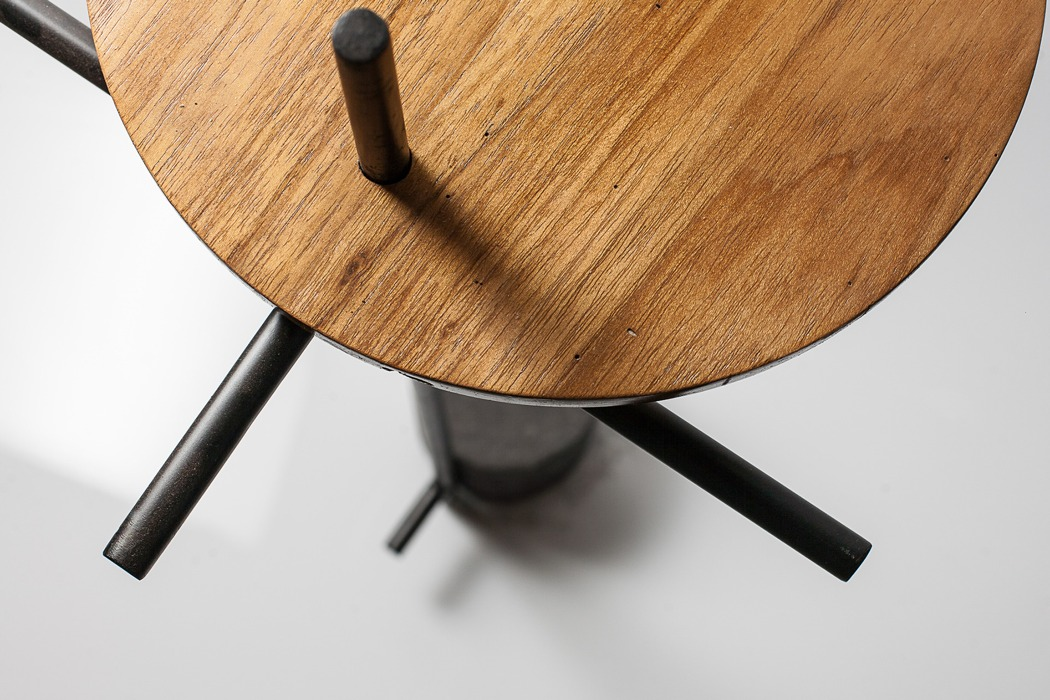 The smart use of materials and a cool design make the table ideal for a modern space