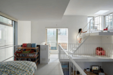05 Such a layout inspires much communication and the whole home feels very airy