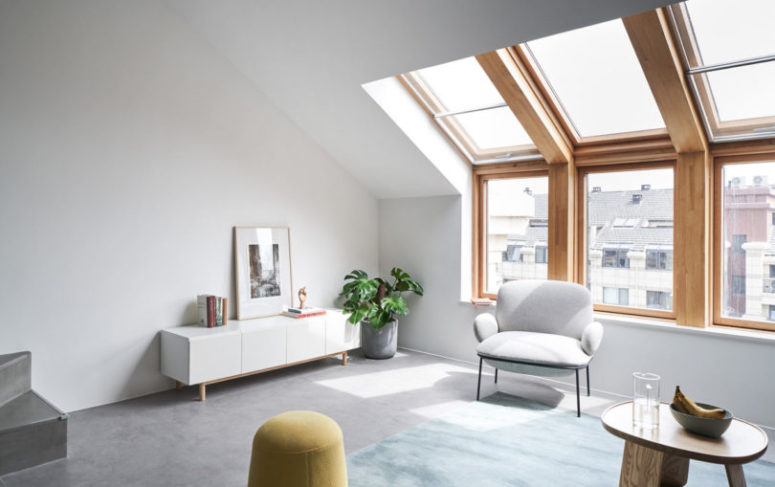 The large windows fill the whole space with natural light and provide cool views of the big city