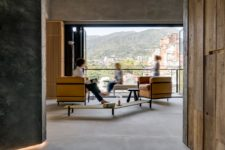 06 The living room is opened to outdoors with a folding glass wall