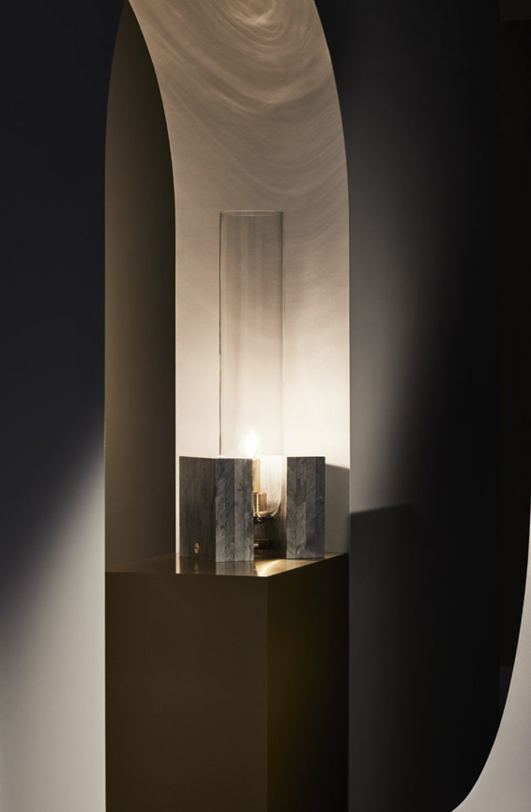 The pieces features a base and a large cylindrical lampshade of glass