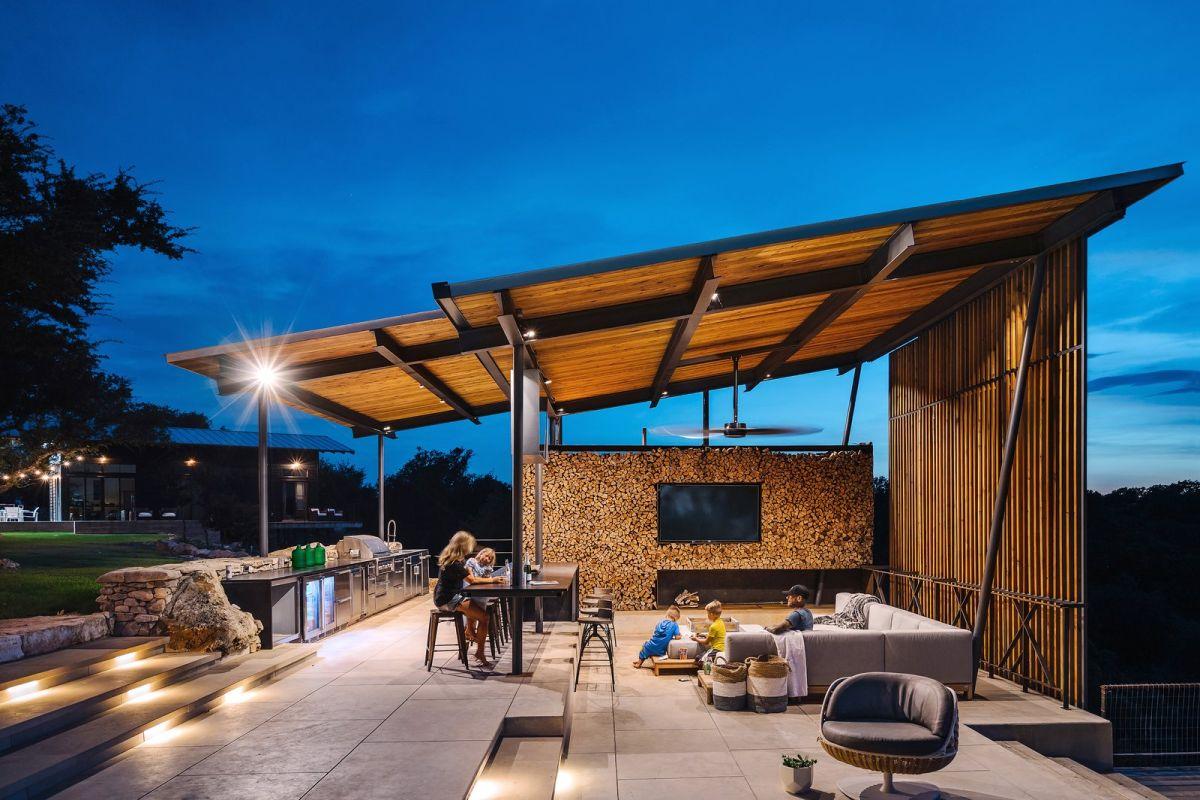 outdoor sunken living room