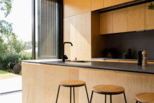 10 The contrast between light-colored plywood and blackened metal is a chic idea to go for