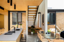11 Glass walls fill the spaces with light and make the owners enjoy the inner courtyards