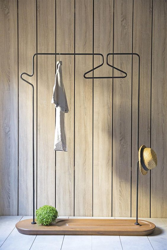 such an airy clothes hanger is ideal, it can accommodate a lot of things and looks very stylish