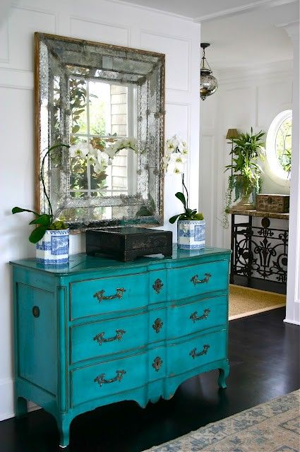 antique mirror to add a gorgeous touch to an entryway