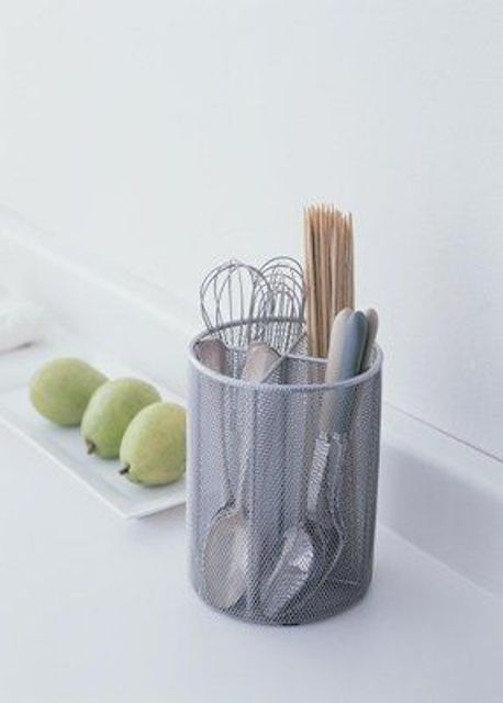 a mesh utensil holder is a simple and modern idea