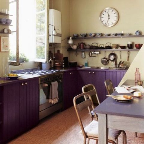 purple cabinets plus beige walls create a bold contrast and eye-catchiness in the space
