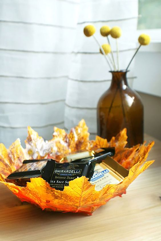 a bowl made of fall leaves - fake or real ones - what can be more fall-embracing than that