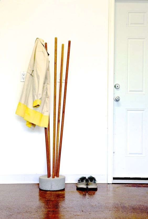 bring a touch of industrial style to your home with such a coat rack of concrete and copper