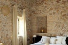 25 whitewashed stone walls and contemporary furniture create a bold and cool contrast