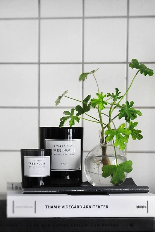 cool scented candles to add style and chic to your bathroom