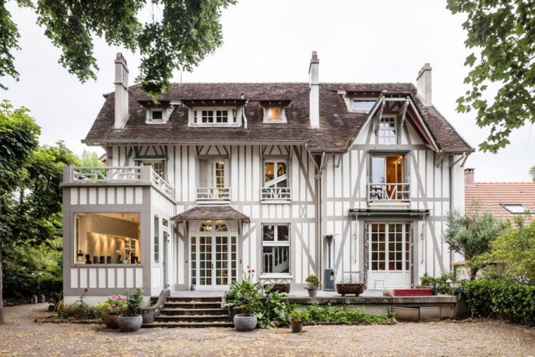 This gorgeous 19th century French home was renovated to adapt it to contemporary life and make it comfortable