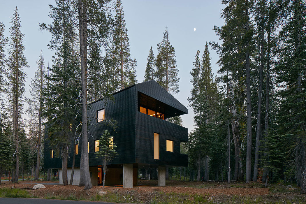 This house is called Troll Hus and is a modern take on a traditional mountain chalet while being located in the north of California