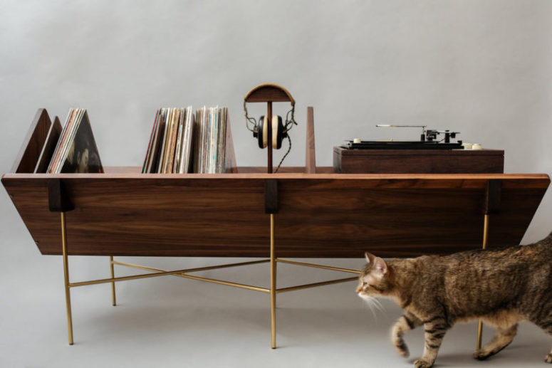 The Open 45 Credenza has a modular setup that allows to personalize the piece as you want