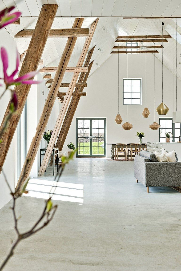 The high ceilings are highlighted with catchy pendant lamps and wooden beams