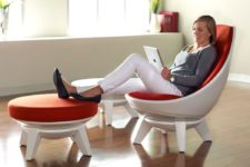 02 The secret of comfort is a stable base and a swiveling and moving seat