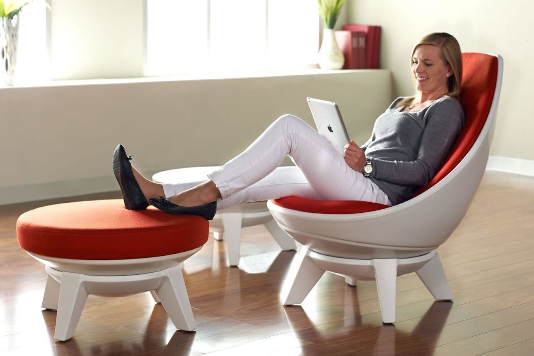 The secret of comfort is a stable base and a swiveling and moving seat