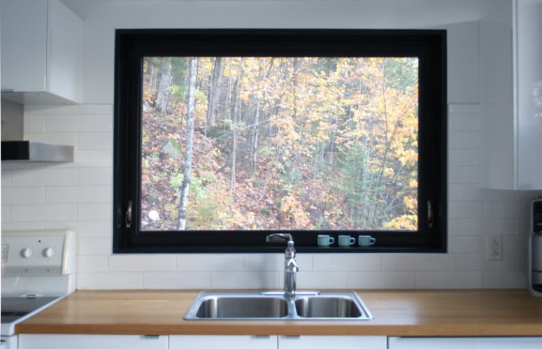 Even a traditional backsplash is substituted with a large window that allows views and light