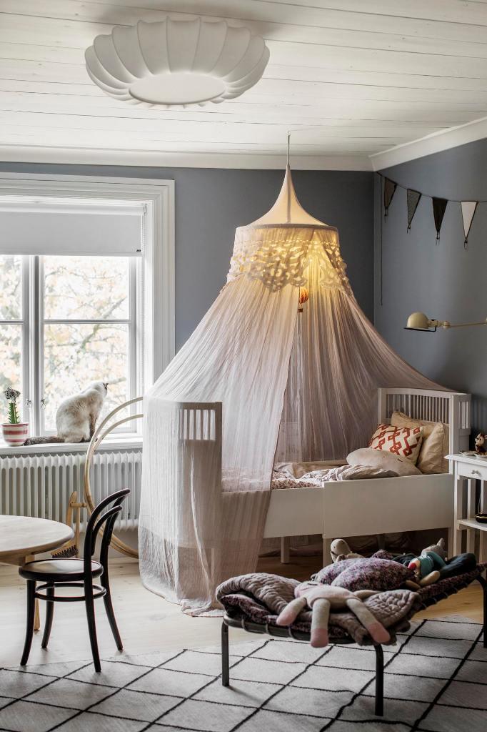 nursery design with a gorgeous crib