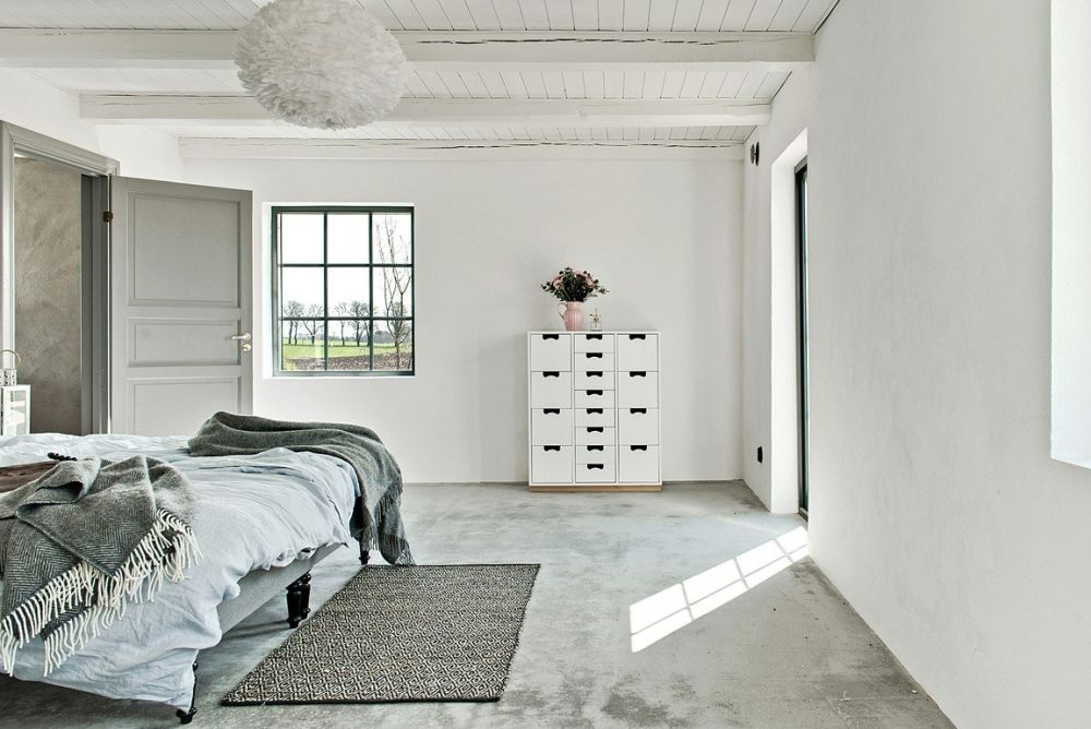The spaces are neutral but don't look boring due to textures used   concrete, wood, yarn in decor