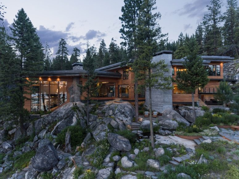 The home looks absolutely natural in the existing landscape and is very comfortable