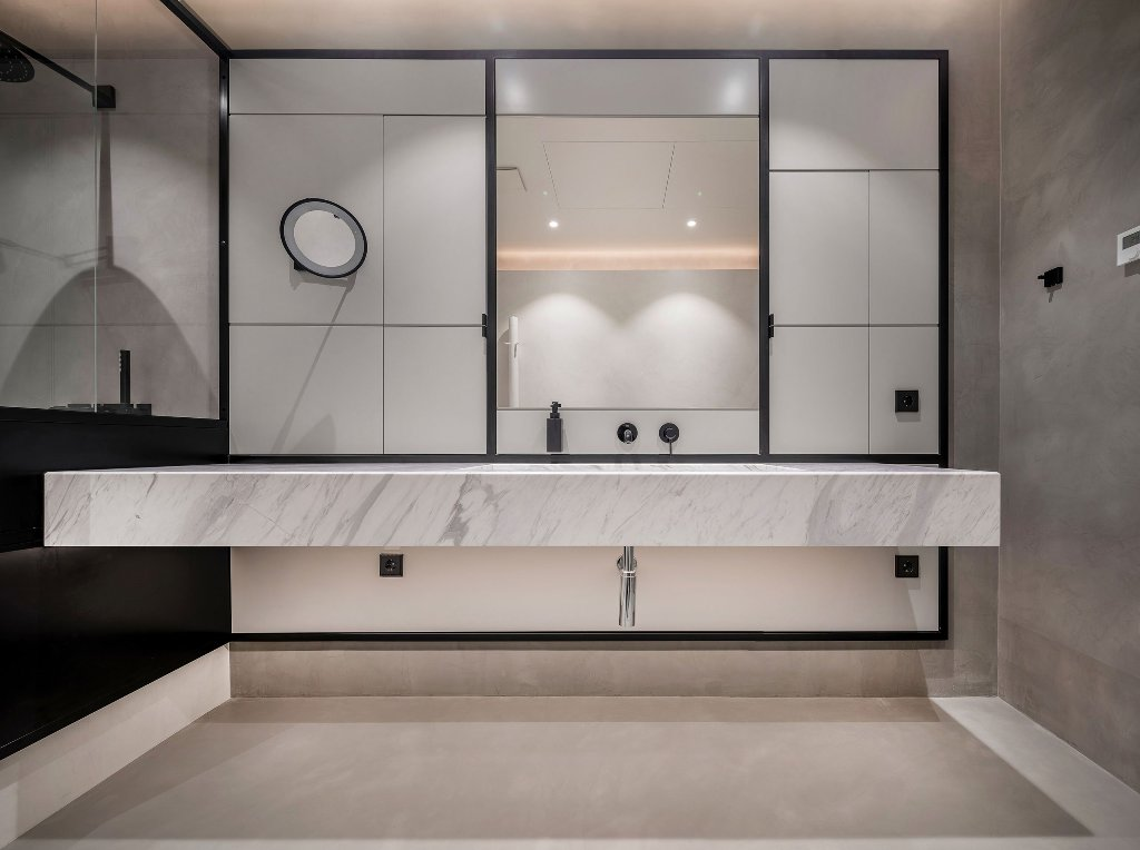 There's also a mudroom done with white stone and concrete that contrasts the main one