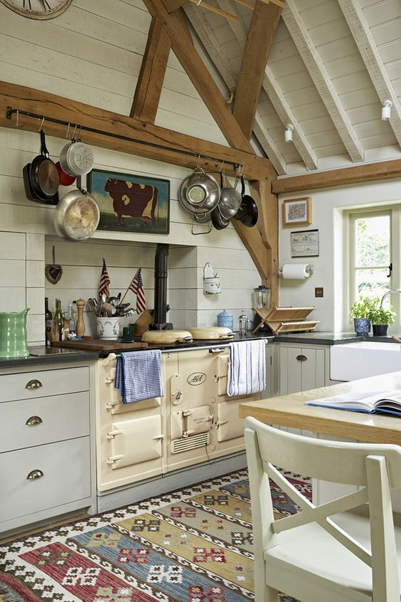 wooden beams are another feature you should expose, they are sure to highlight the atmosphere and make the space cozier
