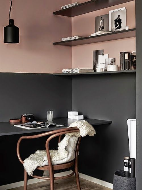 highlight your integrated home office with a color block effect, here it's black and dusty pink