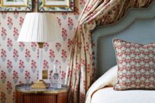 20 various floral and botanical prints beautifully mixed in bedroom decor, frames and textiles are totally chic