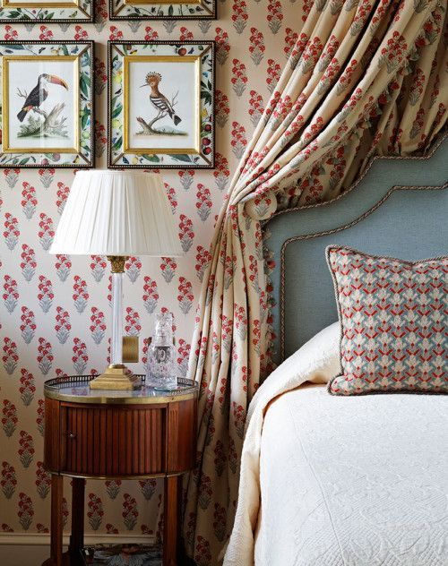 various floral and botanical prints beautifully mixed in bedroom decor, frames and textiles are totally chic