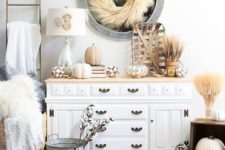 26 rustic fall or Thanksgiving console styling with wheat, pumpkins, cotton and faux fur for a chic look