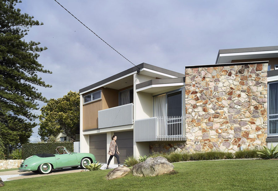 This mid century modern home in Brisbane was originally built in 1964 and was renovated and refreshed