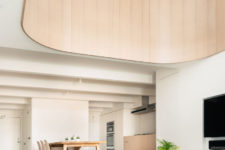 02 The main space is an open layout of a kitchen, dining space and a living room, filled with light and air