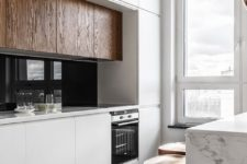 02 a minimalist kitchen done in whites and with warm-colored wood to make the space cozier