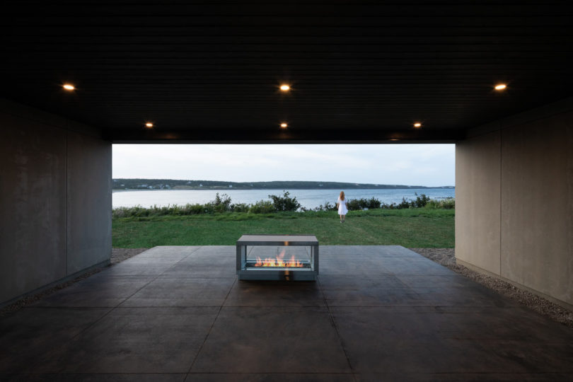 The house lets the owners enjoy the amazing views of the surroundings and beautiful water bodies