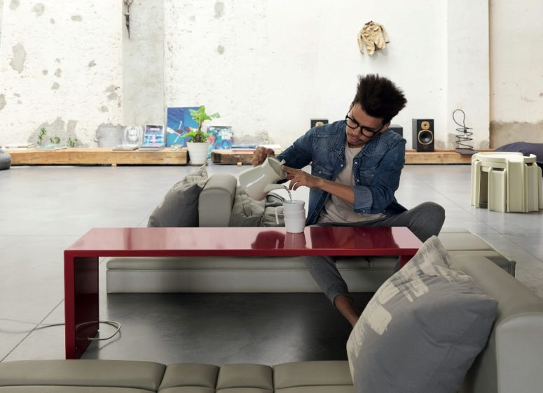 Square Bench is a mini coffee table, which can also be a seat for a moment of warm relaxation