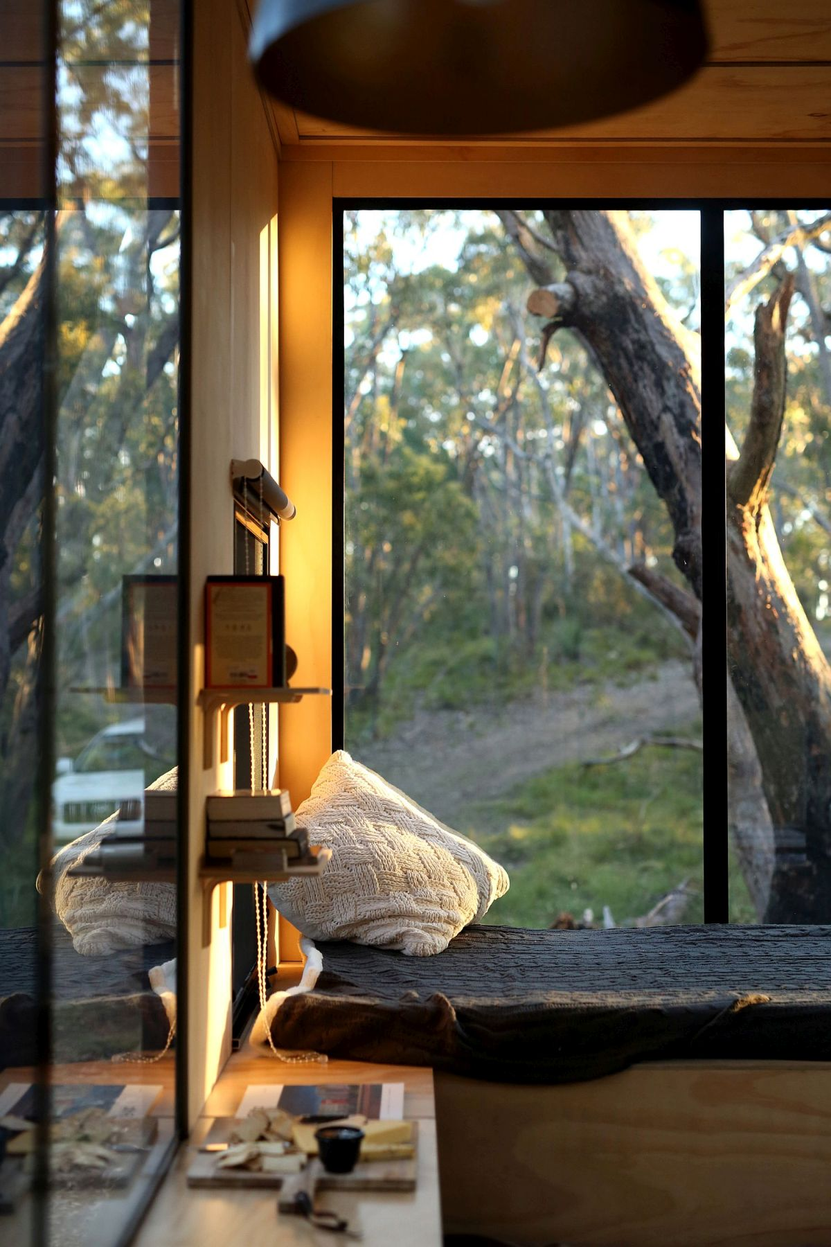 The sleeping space byt the window allows enjoying the views anytime, there are shelves around