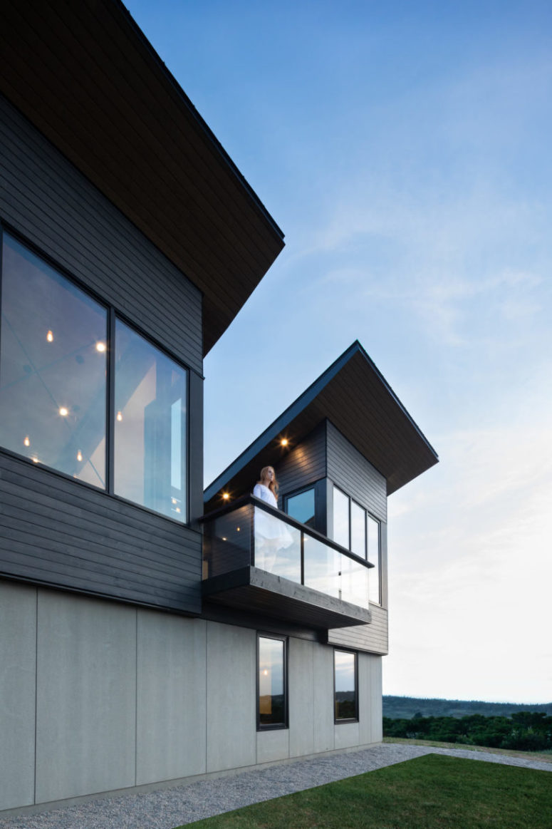 There are balconies and terraces integrated, they connect the house with outdoors