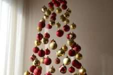 04 a chic Christmas tree of red and gold glitter, shiny and matte ornaments and lights above it