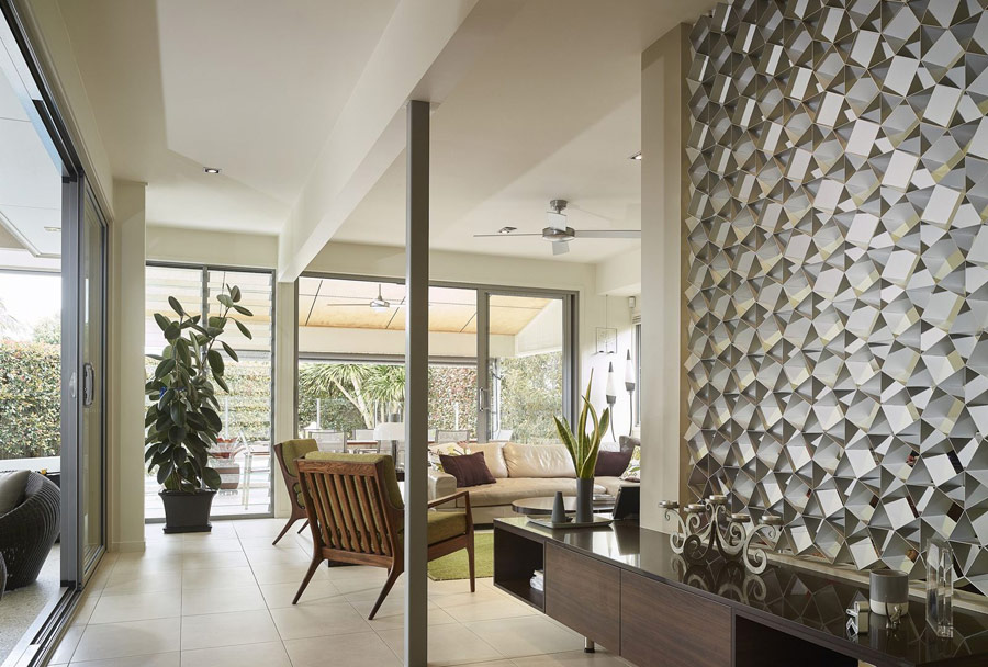 There are entrances to outdoor spaces in the living room, the walls are glazed to fill the living room with light and let enjoy the greenery of the backyard
