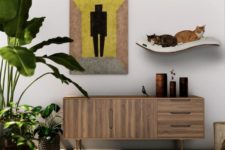 06 The cat shelf focuses your cat's jumping desires to a single and comfortable space, it's enough for two kitties