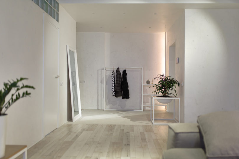 oversized mirror in an entryway