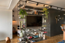 09 The floor to ceiling shelving unit divides the spaces and hides the sleeping zone