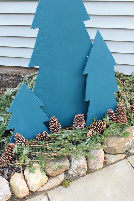 easy plywood trees in blue with evergreens and pinecones are great for creating a simple outdoor display for Christmas