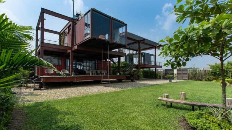 This residence is made of a shipping container and offers 134 aquare meters of cozy living spaces with cool views