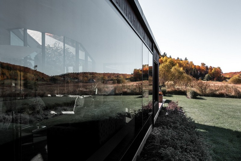 Many walls of the house are glazed, they feature amazing views and lots of natural light coming inside