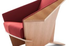 02 Thanks to the sculptural shapes and lines, the chair looks like origami